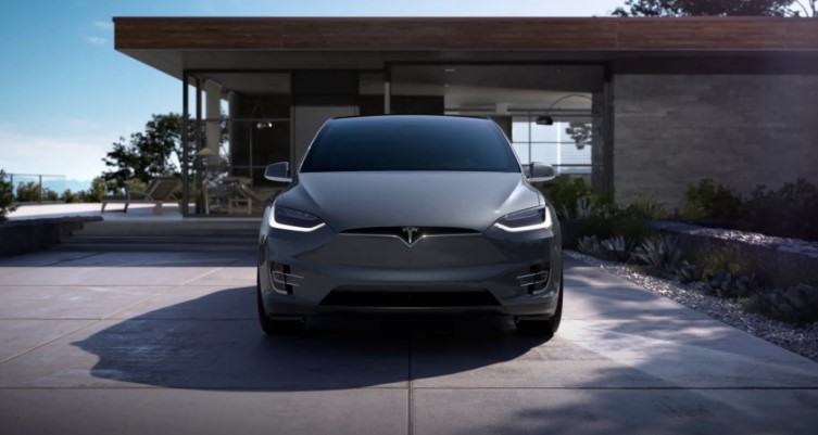 Илон Маск: Tesla совсем близка к тому, чтобы выпускать машины без руля и педалей